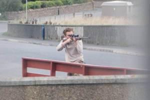 Teen-aims-gun-at-police-e1418336980670