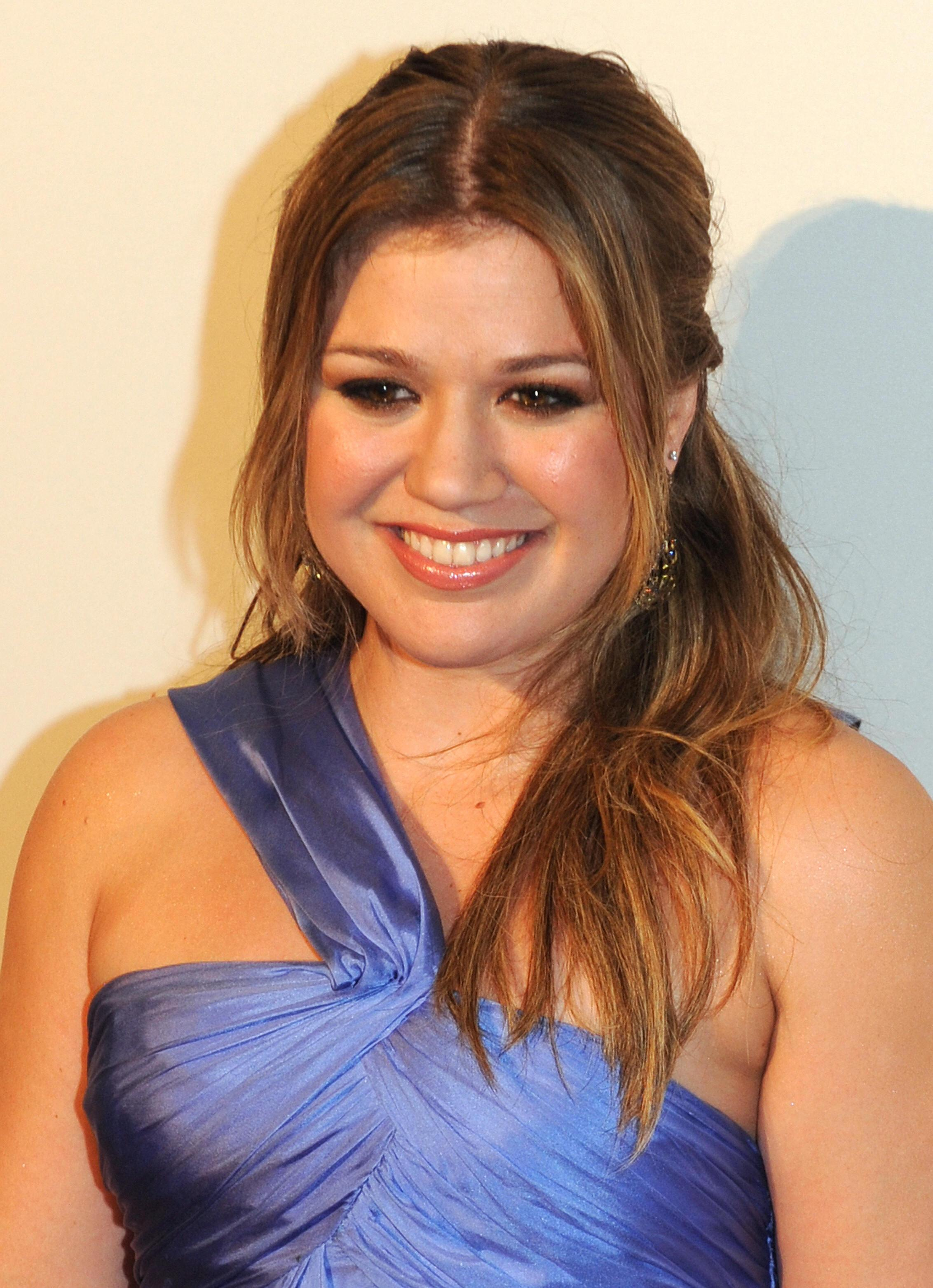 Singer Kelly Clarkson poses on the red c