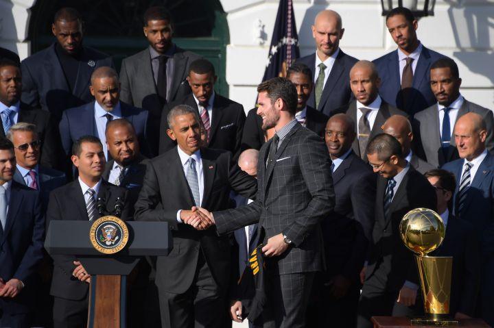 US-POLITICS-BASKETBALL-OBAMA
