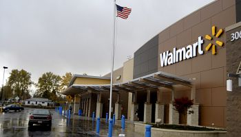 American consumer shopping at Walmart(Wal-mart)