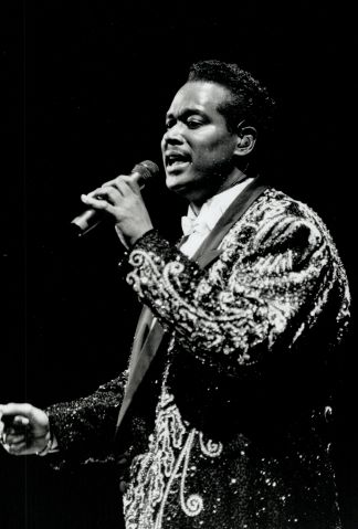 Luther Vandross brought more than a little bit of Las Vegas to 7;000 fans at Maple Leaf Gardens last