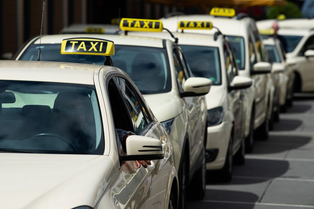 Taxi drivers protest against minicar operator