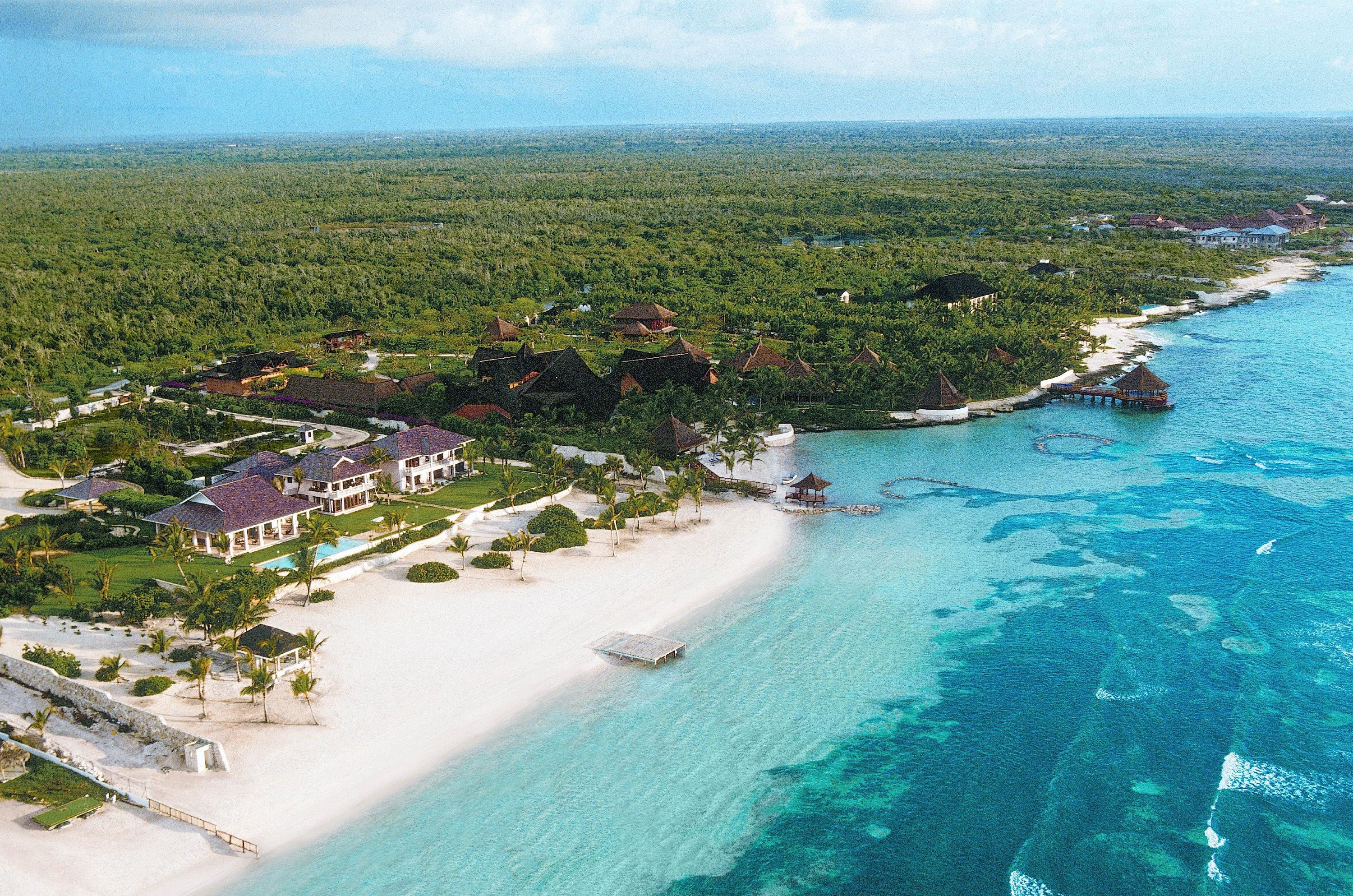 Former US President Bill Clinton and his New York Senator wife Hillary are reportedly looking for a holiday home in the stunning Dominican Republic resort of PuntaCana\nCredit: Paul Barton / WENN\n\n(WENN does not claim any Copyright or License in the atta