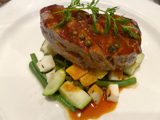Steak with fresh vegetables